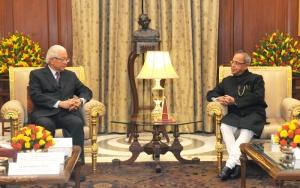 President of the Republic of Singapore, Dr. Tony Tan Keng Yam calling on President Pranab Mukherjee at Rashtrapati Bhavan, in New Delhi on February 09 2015.