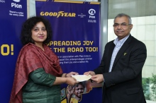Rajeev Anand, VC and MD Goodyear India handing over cheque to Plan India