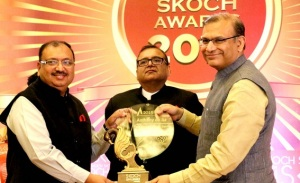 MP Chief Secretary Anthony de Sa (left) receving the SKOCH Award