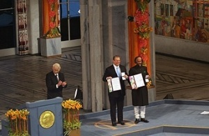 The Nobel Peace Prize Leaurats of 2007, Al Gore and the Intergovernmental Panel on Climate Change, represented by its chairman, R. K. Pachauri, were honoured at a ceremony at the Oslo City Hall on 10 December, 2007.