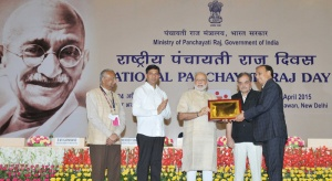 Prime Minister Narendra Modi presented the State (Devolution Index) Awards and E-Panchayat Awards, at the National Panchayati Raj Day function, in New Delhi on April 24, 2015. Union Minister for Rural Development, Panchayati Raj, Drinking Water and Sanitation Chaudhary Birender Singh, the Minister of State for Panchayati Raj Nihalchand and Secretary, Ministry of Panchayati Raj S.M. Vijayanand are also seen.