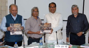 "Madhya Pradesh Chief Minister Shivraj Singh Chouhan launched ""Vultures of Panna"" authoried by senior journalist Abhilash Khandekar and renowned photographer Bhalu Monde"
