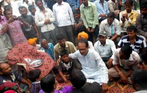 MP Chief Minister met families of Petlawad blast victims