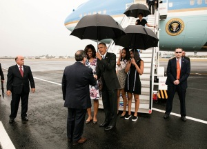 President Barack Obama, First Lady Michelle Obama, daughters Malia and Sasha greets dignitaries upon arrival in Havana, Cuba, Sunday, March 20, 2016. (Courtesy: Official White House Photo by Pete Souza)