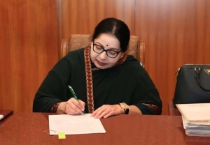 J. Jayalalitha begins her new inning as Tamil Nadu Chief Minister