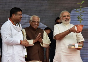 Prime Minister Narendra Modi at the launching ceremony of the 'Pradhan Mantri Ujjwala Yojana', at Ballia, Uttar Pradesh on May 01, 2016. Governor of Uttar Pradesh, Ram Naik and Minister of State for Petroleum and Natural Gas (Independent Charge), Dharmendra Pradhan are also seen.