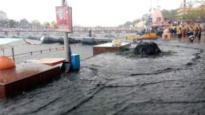 Sewage water gushing into the Kshipra river