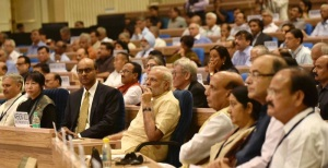 Prime Minister Narendra Modi and the Deputy Prime Minister of Singapore Tharman Shanmugaratnam at the inauguration ceremony of NITI 'Transforming India' Lecture Series, in New Delhi on August 26, 2016.