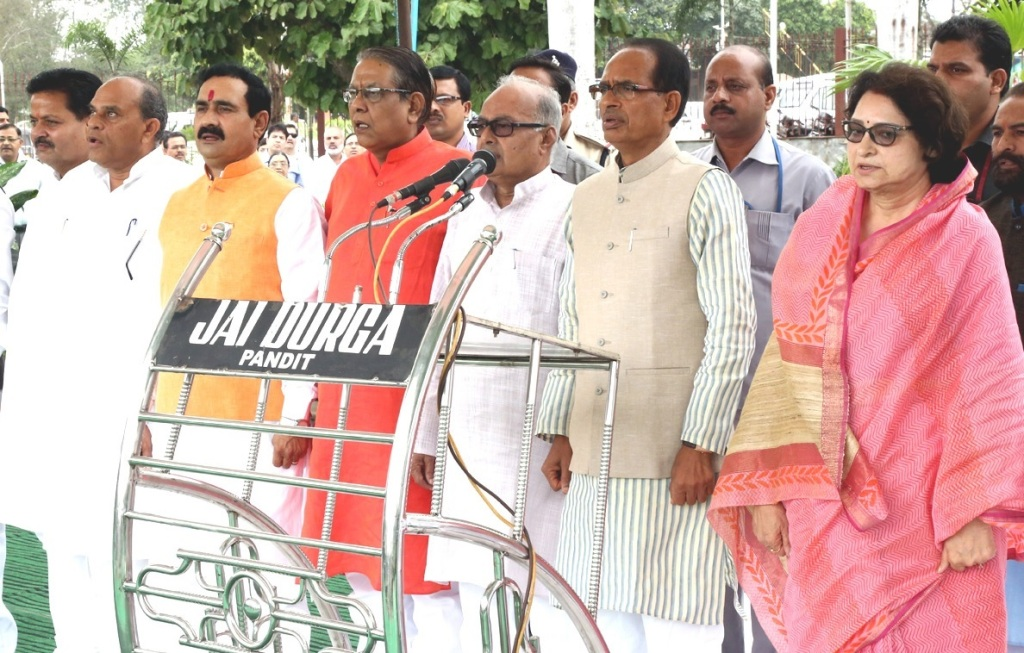 Shivraj Singh Chouhan (second from right) with Cabinet colleagues at the Yad karo Qurbani event in Bhopal