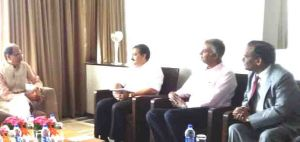 mp-cm-with-industrialists-in-hyderabad