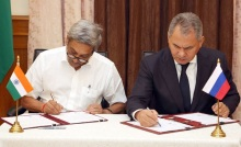 Defence Minister of India Manohar Parrikar and Defence Minister of Russia Sergei Shoigu