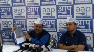 AAP Madhya Pradesh unit president Alok Agarwal addressing media persons
