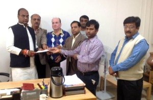 SAPAKS office bearers today met state Minister Vishwas Sarang and presented him a memorandum