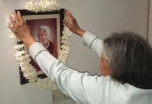 Vandana Shastri garlands Franco Tondo's portrait