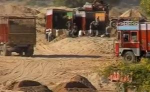 Illegal sand mining (representative image © Lalit Shastri)