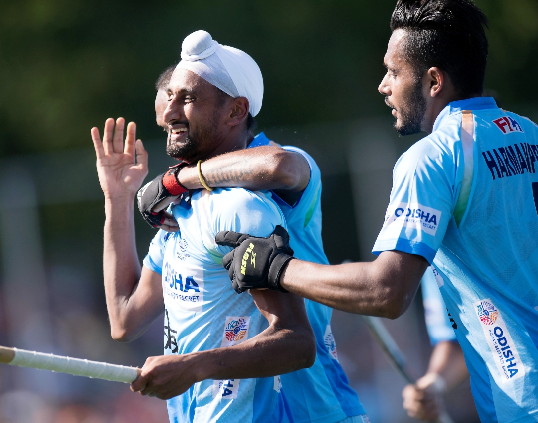 Mandeep Singh celebrates a goal with his teammates