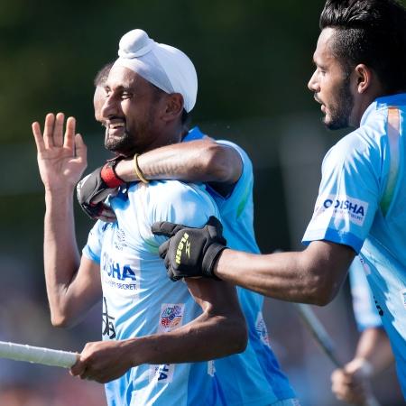 Mandeep Singh celebrates a goal with his teammates