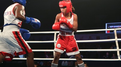Bombay Bullets' Ingrit Lorena (R) in action during Big Bout Indian Boxing League's late evening match against Gujarat Giants on Thrusday