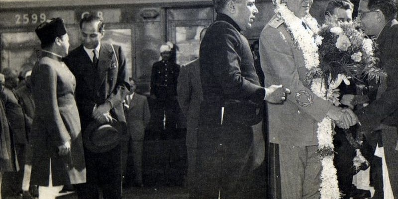 Photo shows Anant Maral Shastri with Marshal Tito. The former Maharaja of Gwalior Jiwajirao Scindia is on extreme left.